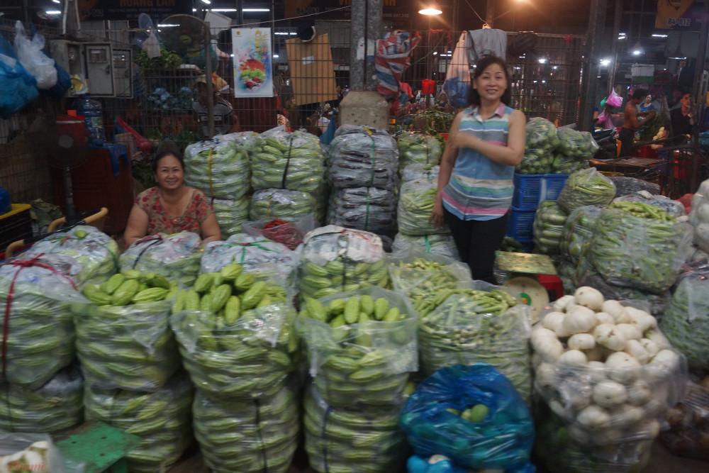 Ảnh hưởng từ cơn báo số 2 cùng với các đợt mưa kéo dài tại nhiều địa phương khiến giá rau xanh trong tháng 8 tăng nhẹ