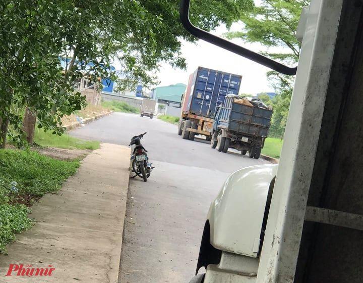 Hình ảnh xe tải chở rác từ Long An lên TPHCM đổ trộm - ảnh: CTV.