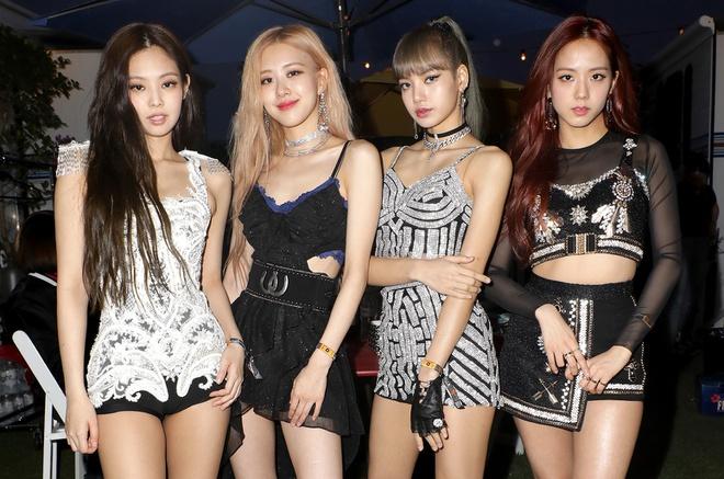 Các nhóm nhạc nữ Kpop hay bị quấy rối bởi các fan cuồng.