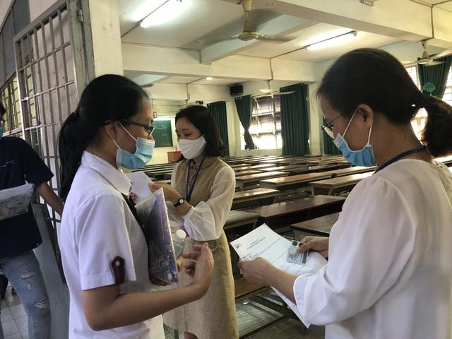 Thí sinh dự thi tại điểm thi trường ĐH Khoa học Tự nhiên