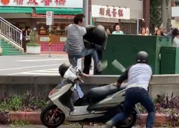 Cảnh ẩu đả có sự tham gia của Trần Hào, Lê Diệu Tường khiến người dân phải gọi cảnh sát