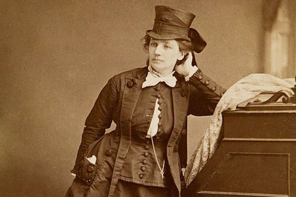 Victoria Woodhull được miêu tả là một người phụ nữ thông minh và không chịu khuất phục