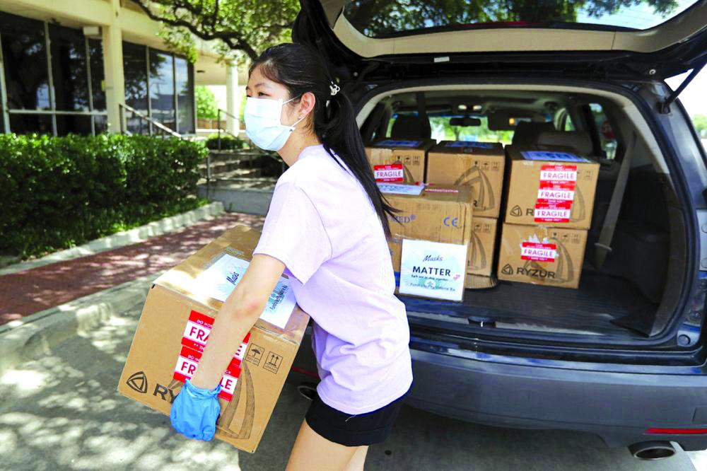 Valerie Xu, một trong nhiều thiếu niên ở Mỹ quyết định hành động khi đại dịch COVID-19 hoành hành - Ảnh: AP