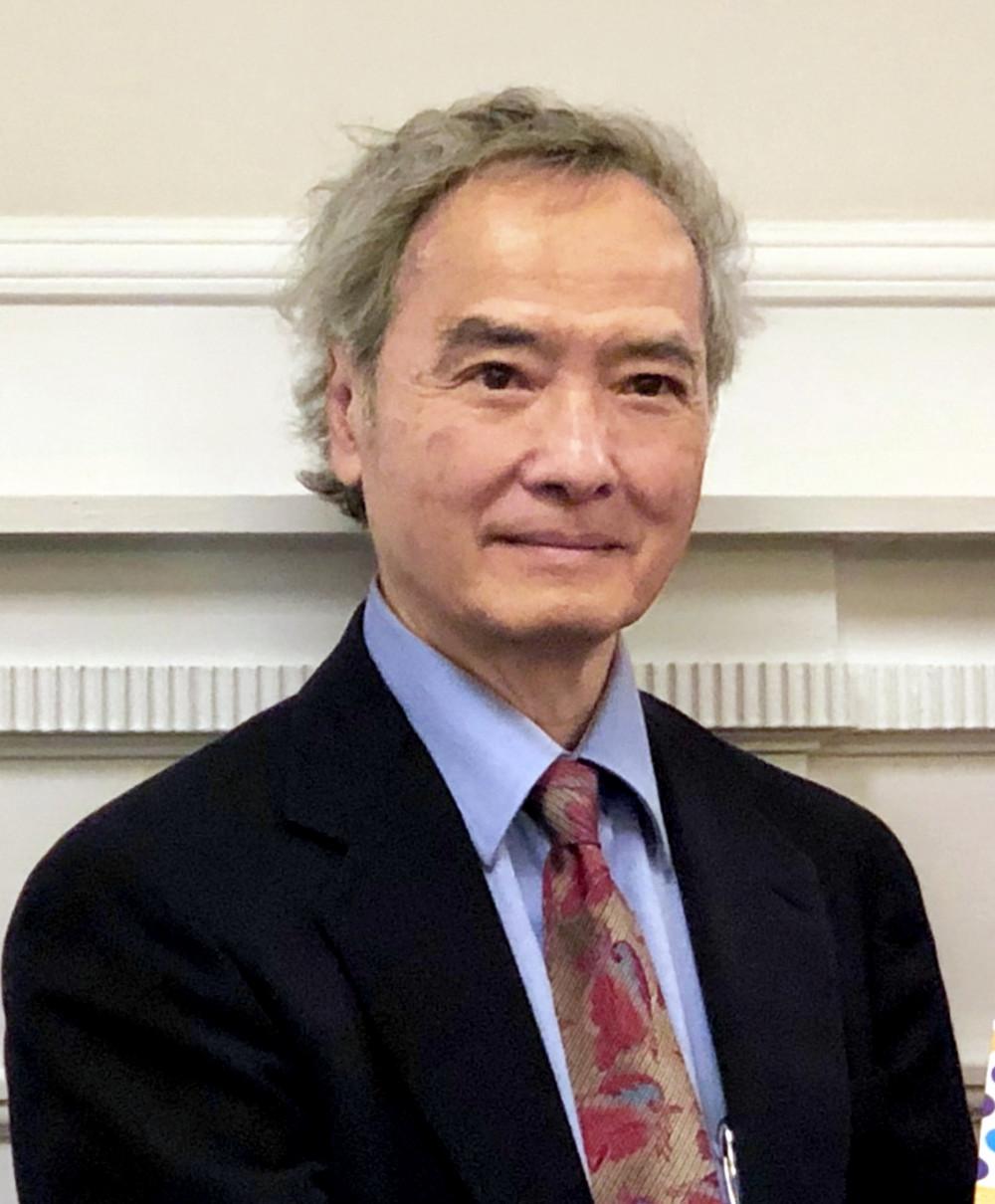 Giáo sư Ngô Vĩnh Long nhận bằng tiến sĩ lịch sử Đông Á và ngôn ngữ Viễn Đông tại Đại học Harvard năm 1978. Từ năm 1985, ông là giáo sư tại Đại học Maine giảng dạy các vấn đề lịch sử và chính trị Đông Á, Nam Á, Đông Nam Á và quan hệ giữa các quốc gia trong các khu vực này với nhau cũng như với Hoa Kỳ. Những năm gần đây, ông tập trung đến vấn đề phát triển và vai trò của các chính phủ nói chung. Bên cạnh nhiều đầu sách xuất bản ở nước ngoài, ông là đồng tác giả cuốn Nông nghiệp và nông thôn thời kỳ công nghiệp hóa và hiện đại hóa do Nhà xuất bản Chính trị Quốc gia ấn hành năm 1997.