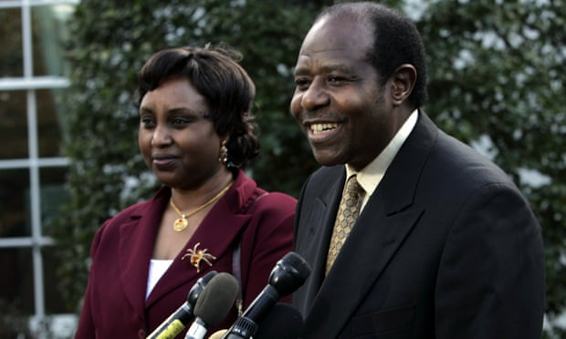 Vợ chồng Paul  Rusesabagina sau cuộc gặp gỡ tổng thống Bush tại Nhà Trắng năm 2005