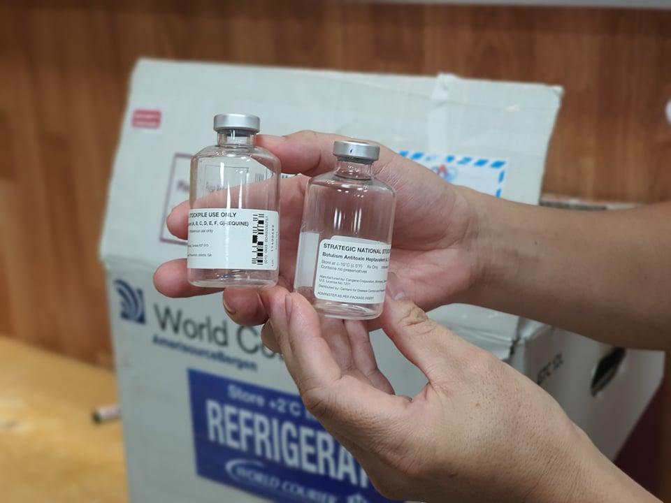 2 lọ thuốc được nhập từ Thái Lan để điều trị 2 bệnh nhân ngộ độc Pate Minh chay tại Bệnh viện Bạch Mai