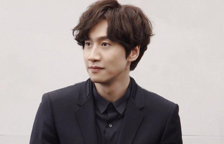 Lee Kwang Soo bất ngờ khi được xướng tên tại Giải thưởng nghệ thuật Beaksang 2020.