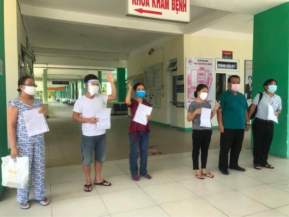 5 bệnh nhân xuất viện sáng nay tại Bệnh viện Phổi Đà Nẵng