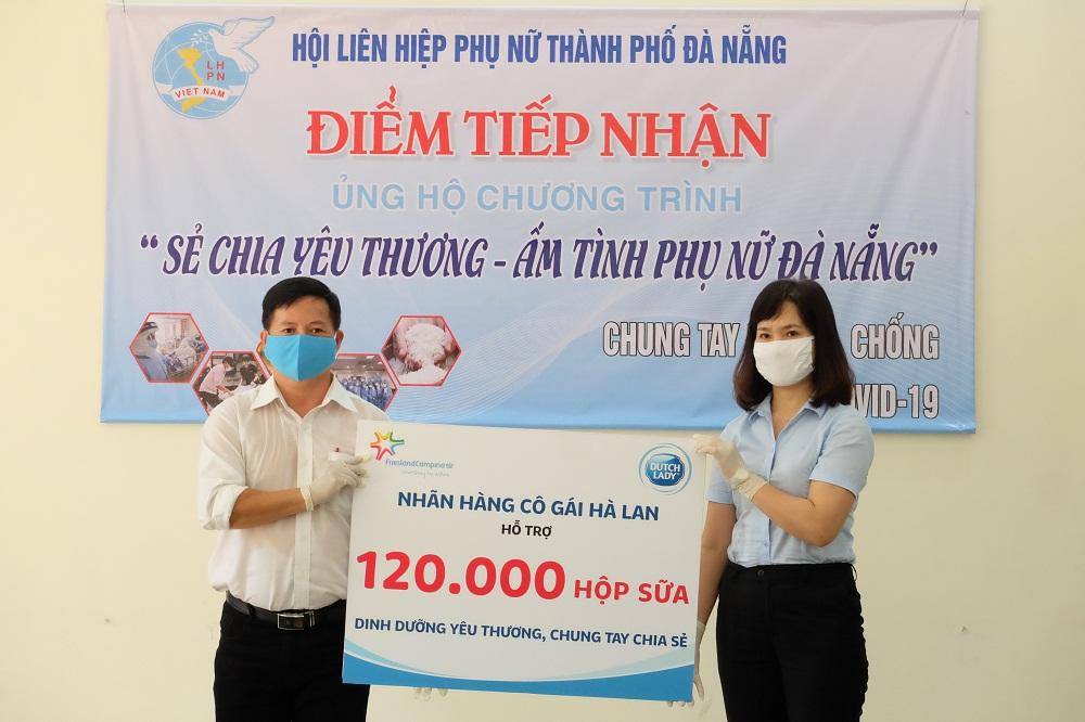 Hội LHPN Đà Nẵng đánh giá cao sự quan tâm, hỗ trợ cộng đồng của Cô Gái Hà Lan trong công tác đẩy lùi dịch COVID-19. Ảnh: CGHL cung cấp