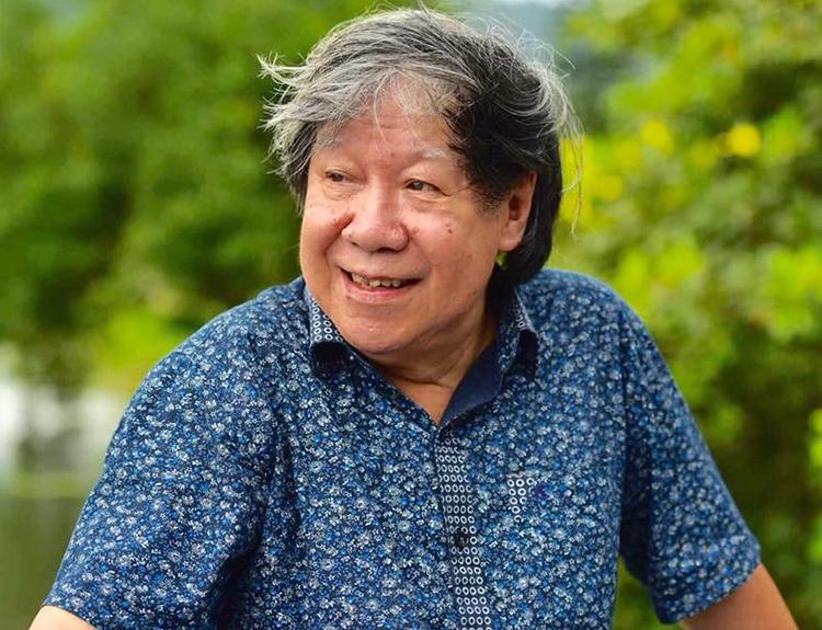 Giáo sư Lê Văn Lan nhận định những tượng trên đều phi dân tộc