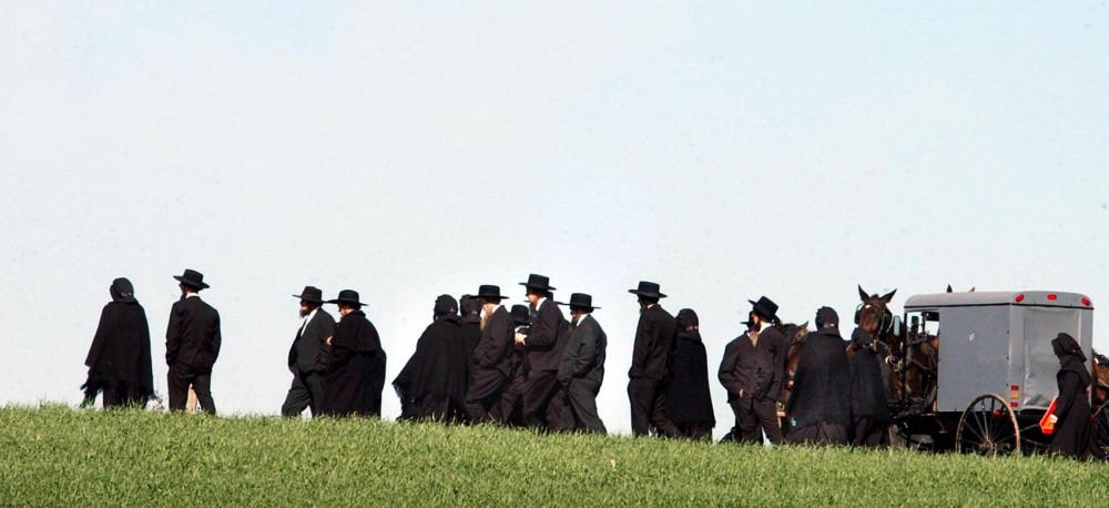 Đám tang truyền thống của người Amish thường tập trung hàng trăm người - Ảnh: lancasteronline