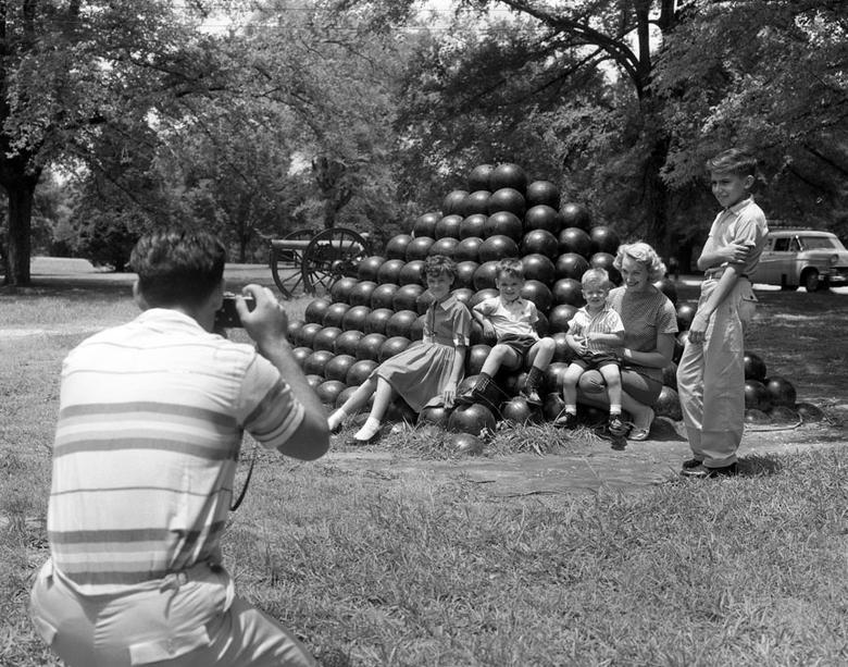 Một gia đình ở Công viên quân sự quốc gia Shiloh bảo tồn các chiến trường Shiloh và Corinth của Nội chiến Hoa Kỳ.