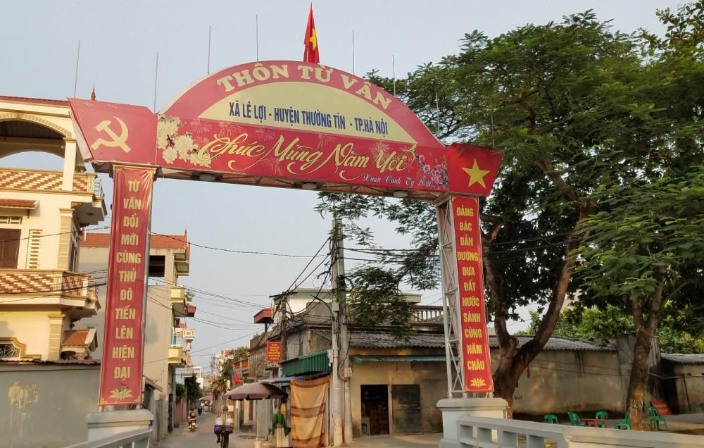 Cổng làng cờ đỏ Từ Vân