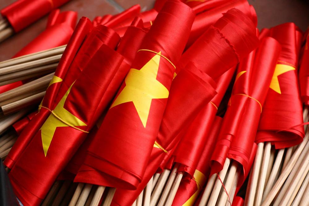 Những lá cờ được chuẩn bị giao cho người đặt hàng
