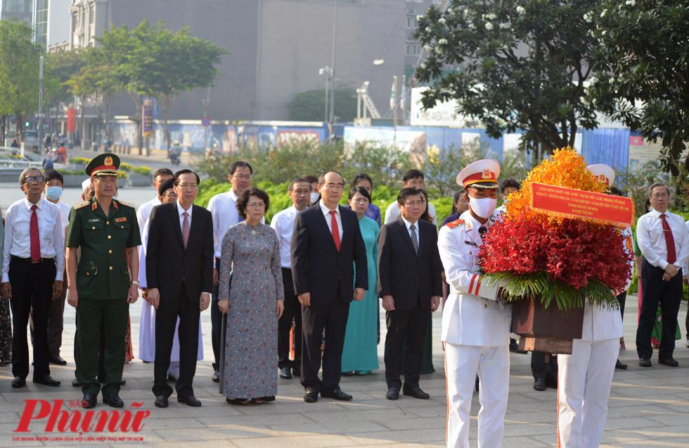 Bí thư Nguyễn Thiện Nhân dẫn đầu đoàn đại biểu Thành ủy, HĐND,UBND, UB Mặt trận Tổ quốc TP.HCM tham dự Lễ dâng hương, dâng hoa ngày 1/9/2020.