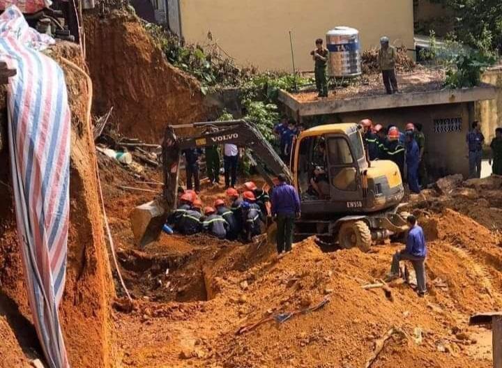 Hiện trường vụ sập taluy khiến 4 người chết.