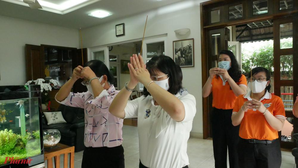 Hội LHHPN TPHCM đến thắp hương cố Tổng Bí thư Nguyễn Văn Linh