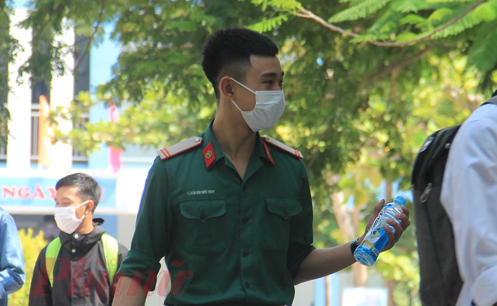 Chiến sỹ Nguyễn Văn Quốc Trung tự tin với bài thi môn Ngữ văn