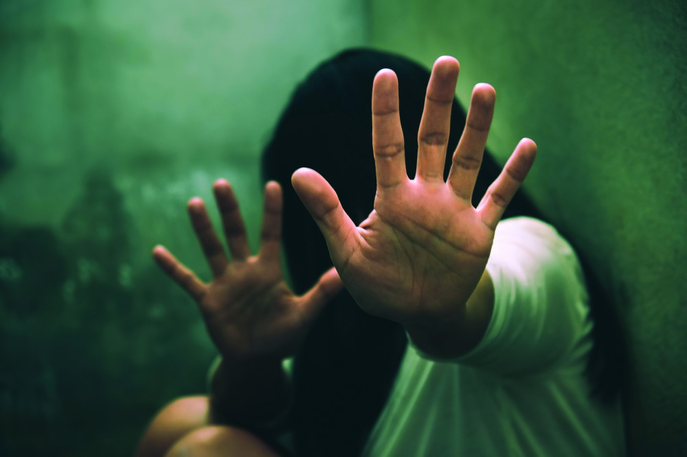 Rất nhiều nạn nhân bạo hành lại bao biện, bênh vực kẻ xuống tay với mình. Ảnh minh họa