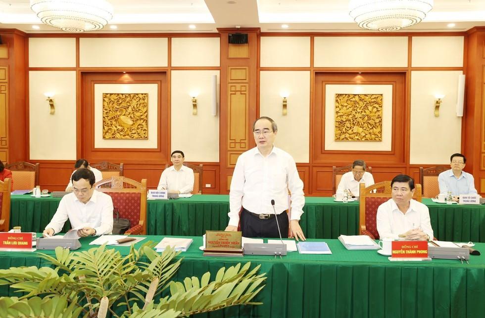 Bí thư Thành ủy TPHCM Nguyễn Thiện Nhân phát biểu tại buổi làm việc