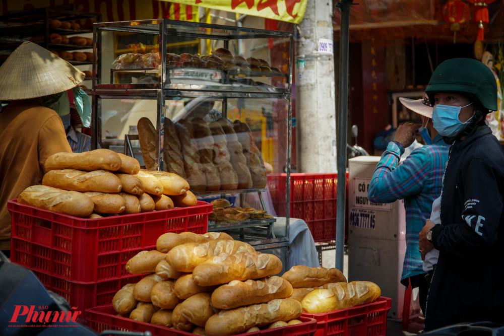 Bánh mì hôm nay cpos giá từ 10-15.000 đồng/ổ