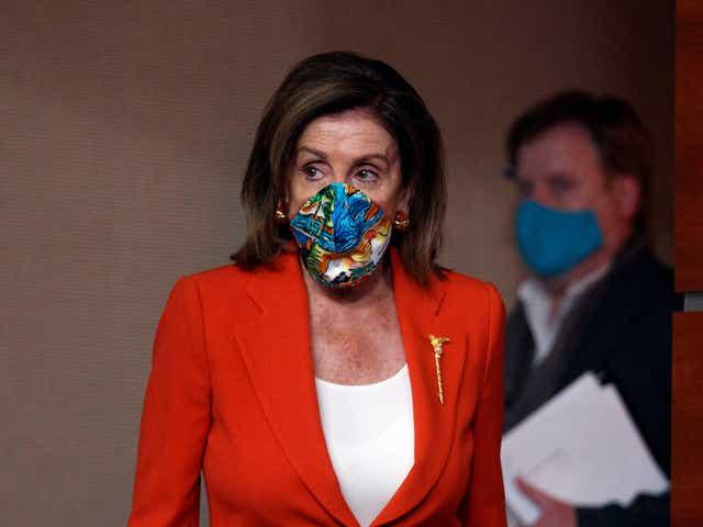 Chủ tịch Hạ viện Nancy Pelosi phát biểu tại một cuộc họp báo trên Đồi Capitol ở Washington - Ảnh: AP