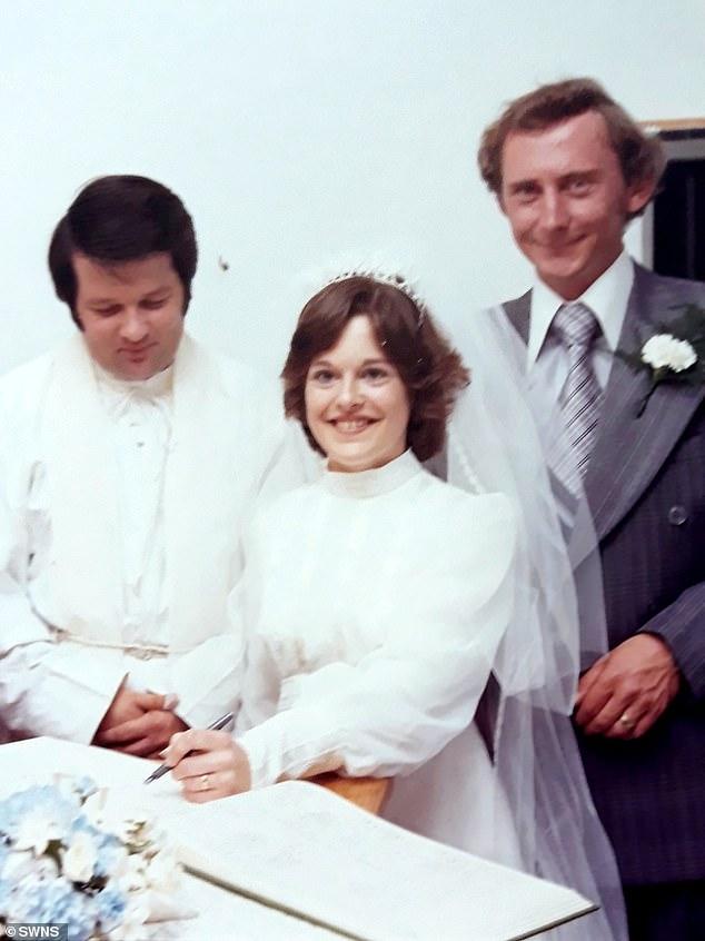 Chiếc nhẫn cưới là món kỷ vật quý mà bà Walter được chồng mình trao cho trong ngày cưới vào ngày 28/8/1989