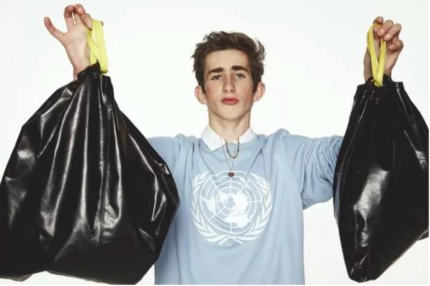 BLIS là một hãng đồ da cao cấp của Tây Ban Nha. Hãng này từng khiến giới thời trang sửng sốt khi giới thiệu hai mẫu túi có bề ngoài đen bóng, trông không khác túi đựng rác. Chúng được bán với giá từ 258-422 USD (khoảng 5,8-9,7 triệu VNĐ).