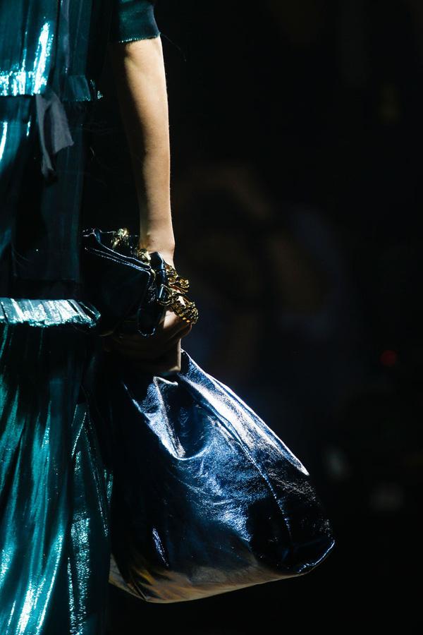 Chiếc túi này cũng có nhiều phiên bản màu sắc khác như, xanh cổ vịt, vàng đồng...