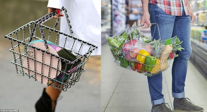 Mẫu thiết kế của Chanel (trái) được bán với giá gần 300 triệu đồng bị mang ra so sánh với giỏ đi siêu thị vì thiết kế quá giống nhau.