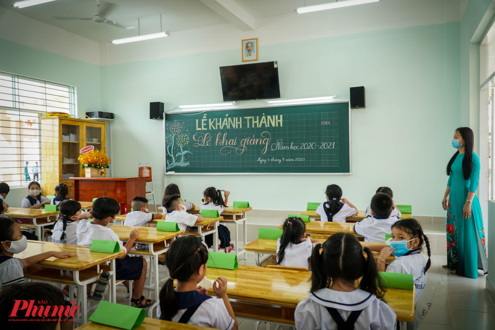 Sau buổi Lễ, các em về lớp tiếp tục buổi học của mình