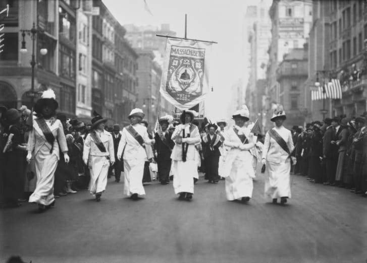 Những người từ Massachusetts diễu hành trên các đường phố của Thành phố New York (khoảng năm 1915)