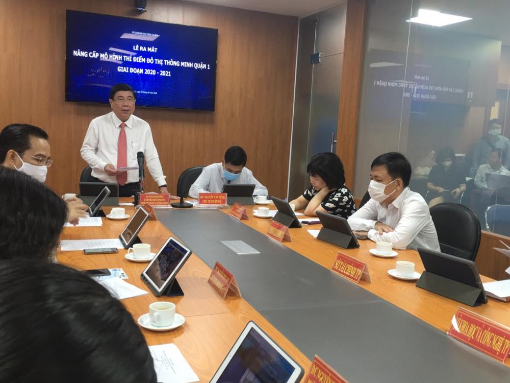 Chủ tịch UBND TPHCM Nguyễn Thành Phong đánh giá cao các kết quả của quận 1 trong triển khi thí điểm đô thị thông minh