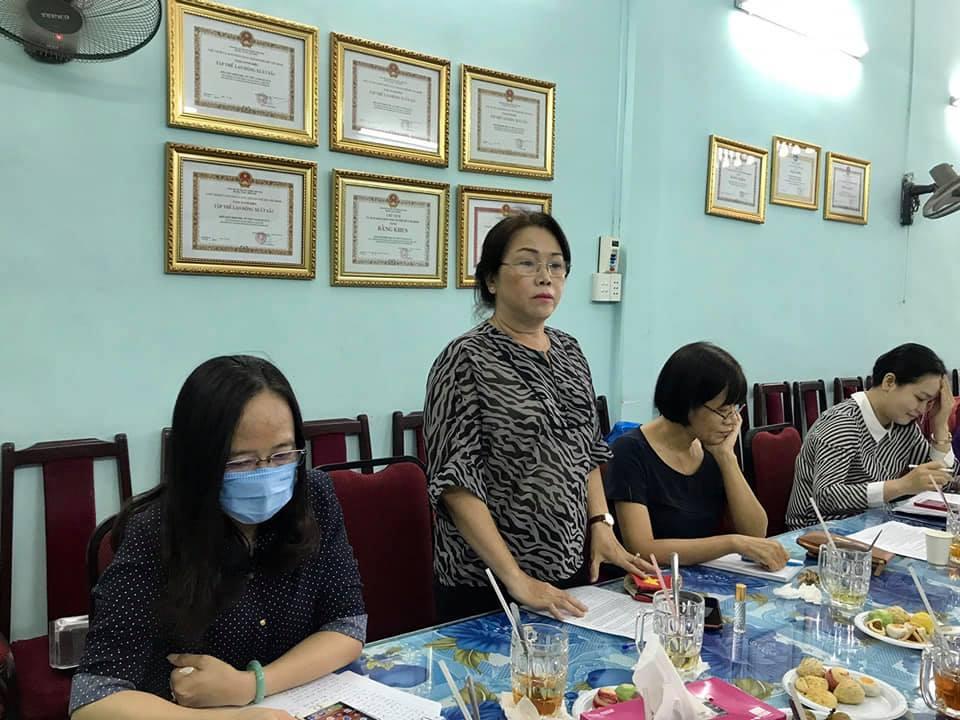 Các thành viên CLB Phụ nữ làm công tác pháp luật quận 6 chia sẻ kinh nghiệm trong tư vấn, can thiệp các vụ việc liên quan bảo vệ quyền, lợi ích hợp pháp của phụ nữ, trẻ em  ở cộng đồng