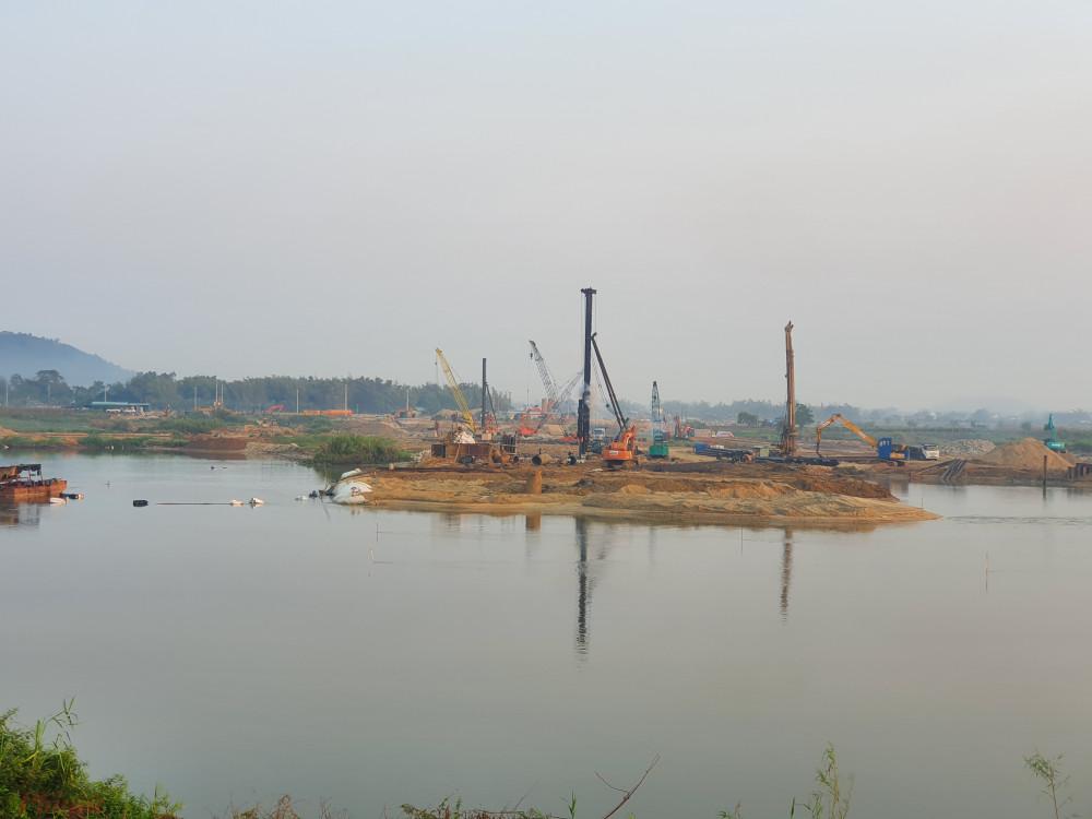 Dù tỉnh Quảng Ngãi đã yêu cầu dừng kỹ thuật để phòng chống lũ nhưng chủ đầu tư vẫn tiếp tục làm