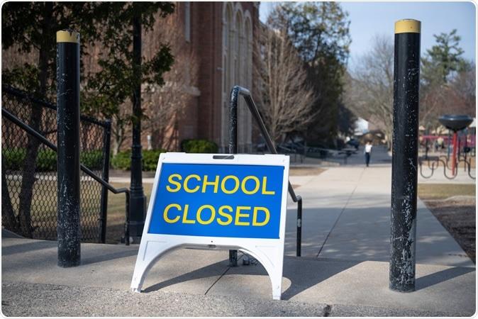 Trường học phải đóng cửa do COVID-19 khiến phụ huynh phải nghĩ đến phương án học tập khác cho con mình - Ảnh: Ayman Haykal/Shutterstock