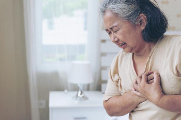 61 tuổi, cô vẫn cày cho tới lúc ngã bệnh. Ảnh minh họa