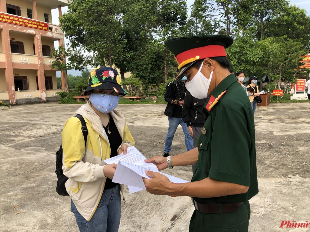 342 công dân được trao giấy chứng nhận hoàn thành thời gian cách ly tập trung