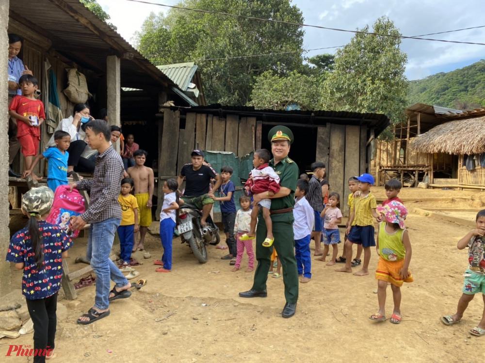Xã Hướng Lập là địa bàn miền núi khó khăn của huyện Hướng Hoá, thời gian qua lực lượng biên phòng đóng trên địa bàn cũng như chính quyền địa phương đã không ngừng kêu gọi các nguồn lực xã hội để giúp đỡ đồng bào vượt qua khó khăn