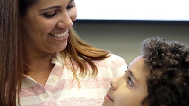 Khủng hoảng chăm sóc trẻ em đẩy các bà mẹ Mỹ khỏi lực lượng lao động - Ảnh: WDEF