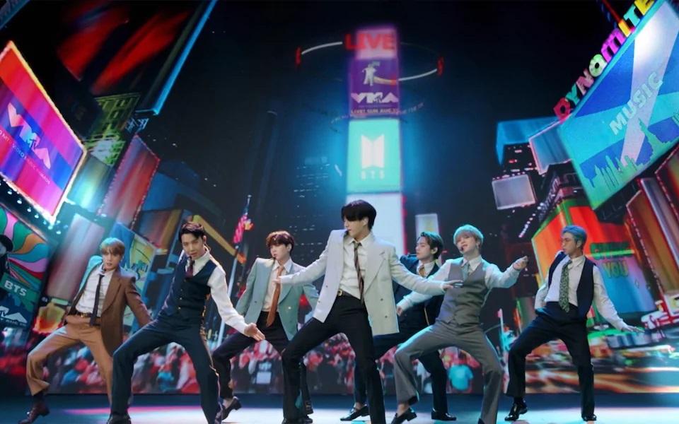 Nhóm BTS trình diễn tại Lễ trao giải thưởng MTV 2020