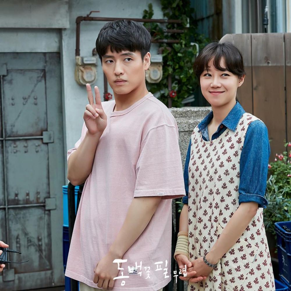 Kang Ha Neul và Gong Hyo Jin trong Khi hoa trà nở.