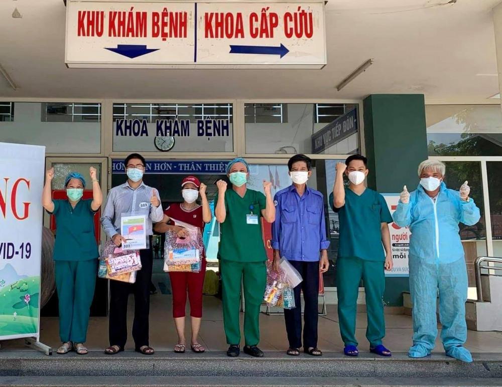 Các BN được công bố khỏi bệnh tại Trung tâm y tế Hòa Vang.