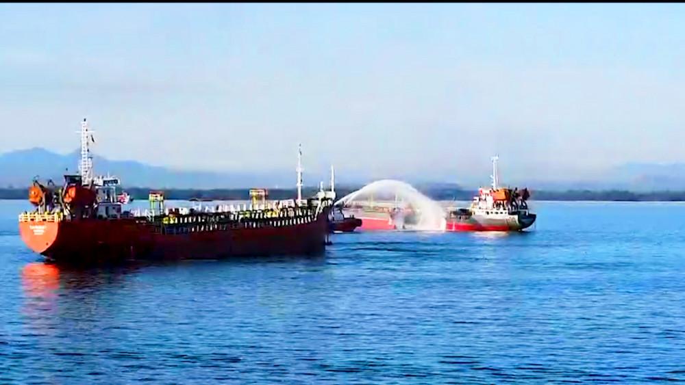 1 thuyền viên mất tích sau vụ nổ tàu dầu