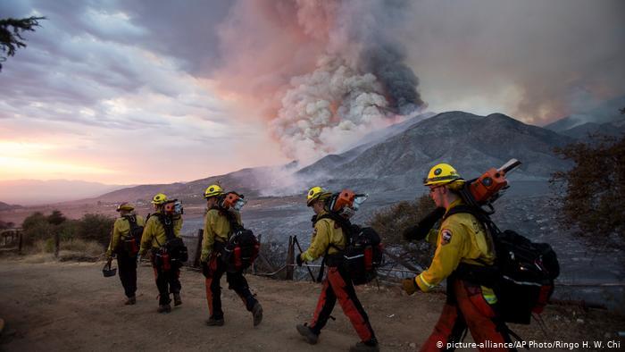 Gần 15.000 lính cứu hỏa được triển khai đến các đám cháy trên toàn bang California.