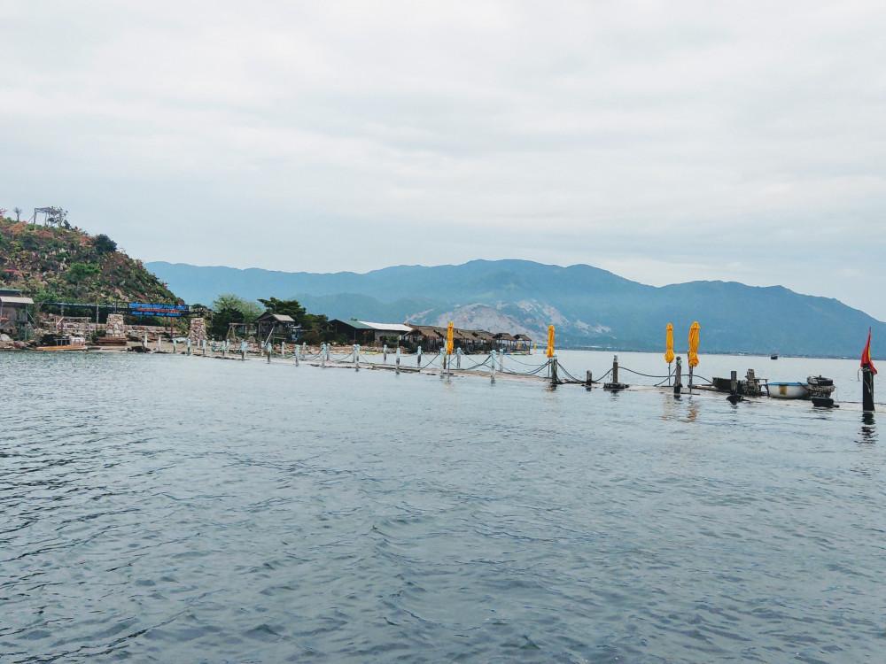 Bắt đầu hành trình theo tàu chở hàng ra đảo Điệp Sơn