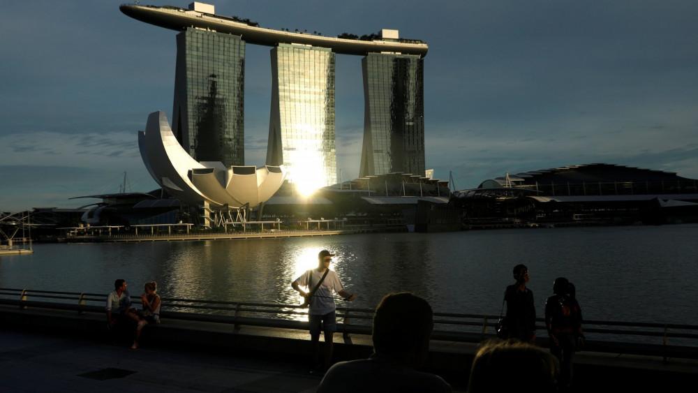 Singapore đã duy trì một xã hội đa dạng và năng động bằng cách tiếp nhận một lượng lớn người lao động nhập cư