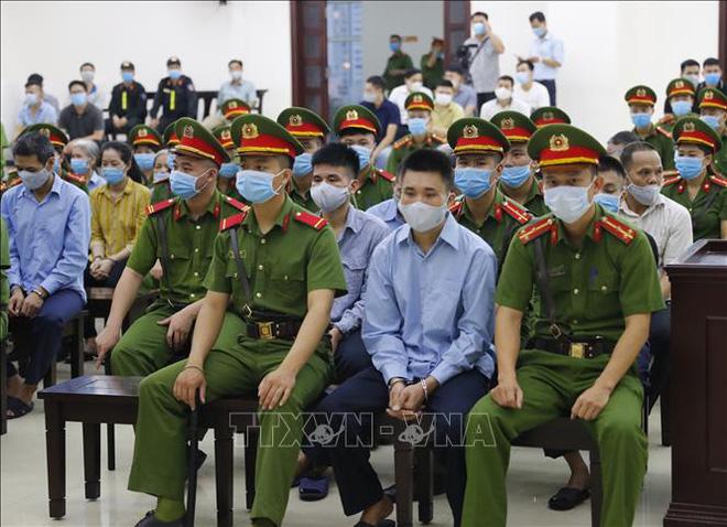 Toàn cảnh phiên tòa xét xử 29 bị cáo.