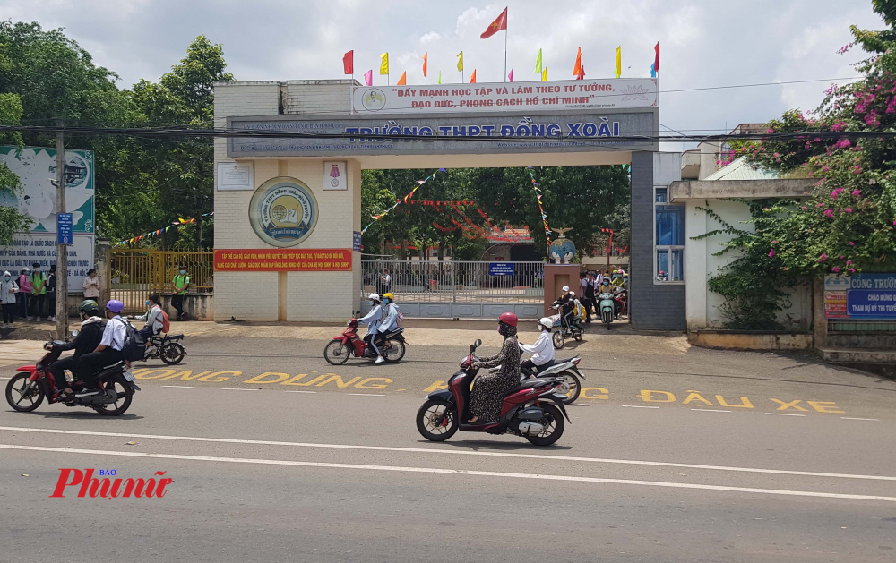 Mặc dù năm học mới đã chính thức khải giảng nhưng trường THPT Đồng Xoài vẫn chưa xét tuyển đúng chỉ tiêu Sở giáo dục Bình Phước đề ra.