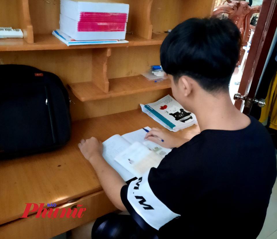 Một học sinh trên địa bàn xã Tân Thành, thành phố Đồng Xoài trượt nguyện vọng vào trường THPT Đồng Xoài vẫn chưa được đi học.